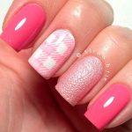 Модный маникюр розового цвета