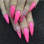 Однотонный розовый дизайн ногтей